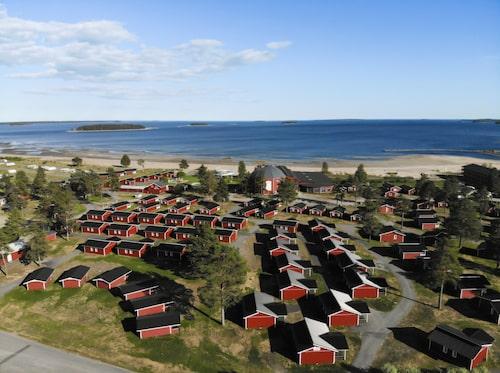 Stranden vid Pite Havsbad kallas för Sveriges riviera.