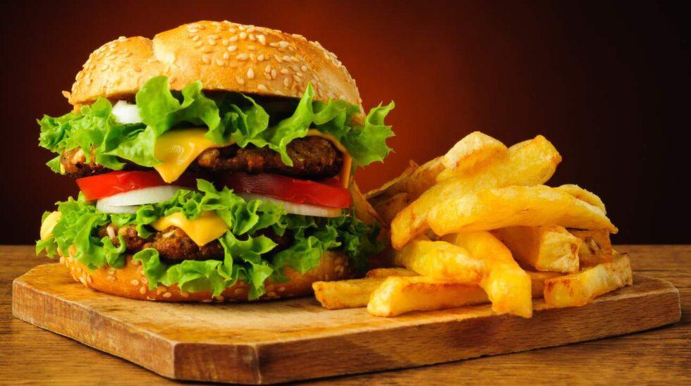 <p>Inte mindre än fyra hamburgerhak tar sig in på listan över Stockholms bästa och billigaste snabbmat.<br></p>