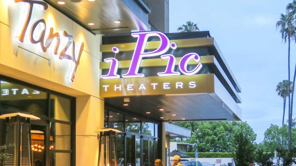 Annorlunda biobesök. På Ipic Theaters beställer du mat och dryck direkt i biostolen.