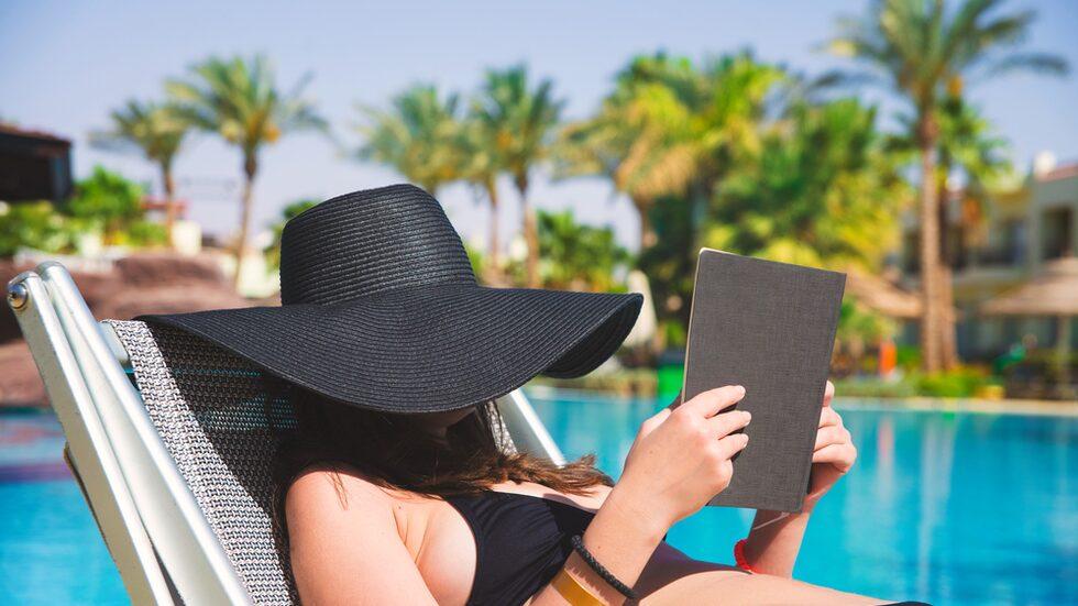 """Medan hela 46 procent erkänner att de brukar """"paxa"""" solstolar på sin semester."""