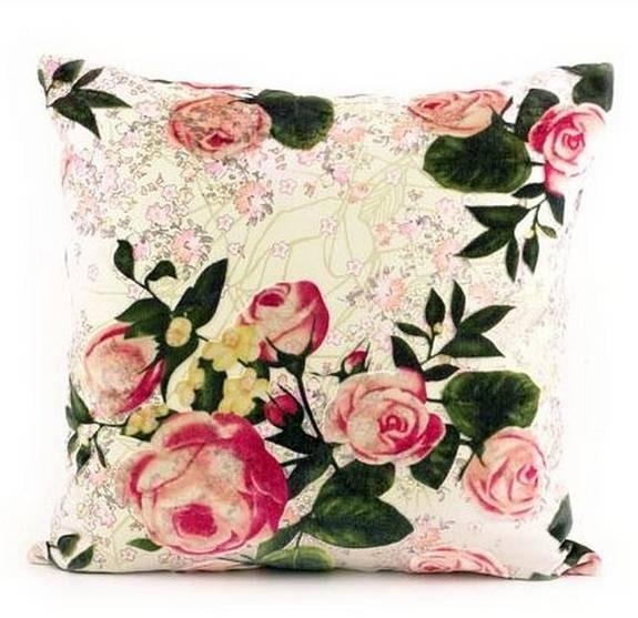 Silkesrosor. Country Rose, kudde från Ceannis i silke med rosor, 559 kronor, NK Inredning.