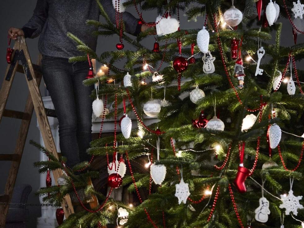 Julgransdekorationer från 59 kr/3 st. STRÅLA dekoration för ljusslinga, textil/spets 49:-/12st.