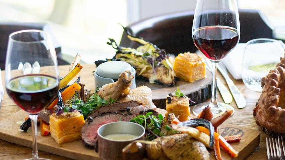 Rött vin passar utmärkt till en rad olika typer av kötträtter.