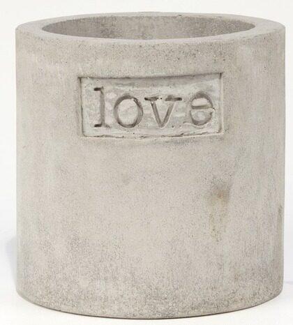 2 Love. Utomhuskruka i grå keramik dekorerad med texten love, 432 kronor, dixie.se.