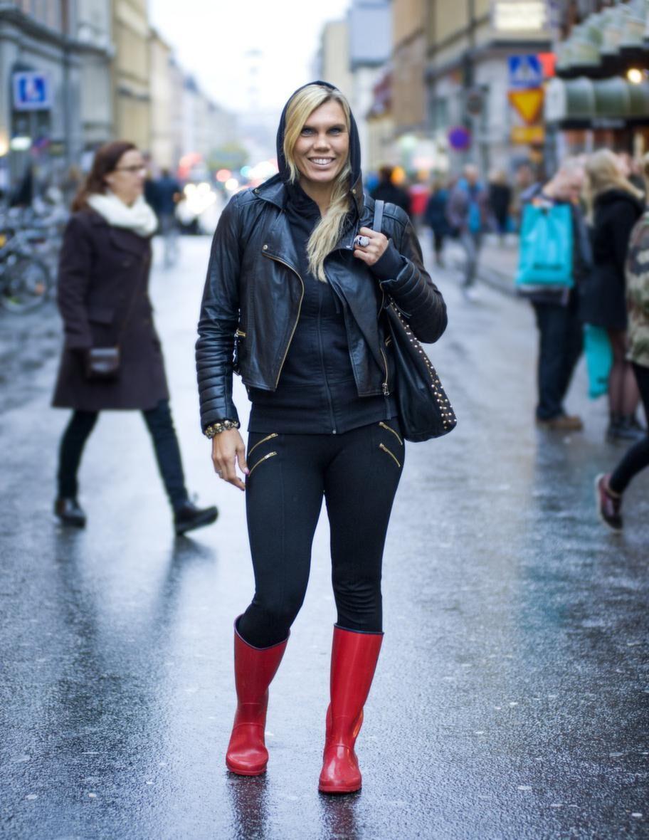 """Mikaela Laurén började med boxning för sex år sen, och är nu dubbel världsmästare. """"Att sätta höga mål är naturligt för mig"""", säger hon."""