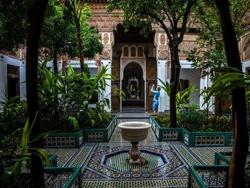 Bahiapalatset är med sin mosaik och sin grönska en inredares dröm.