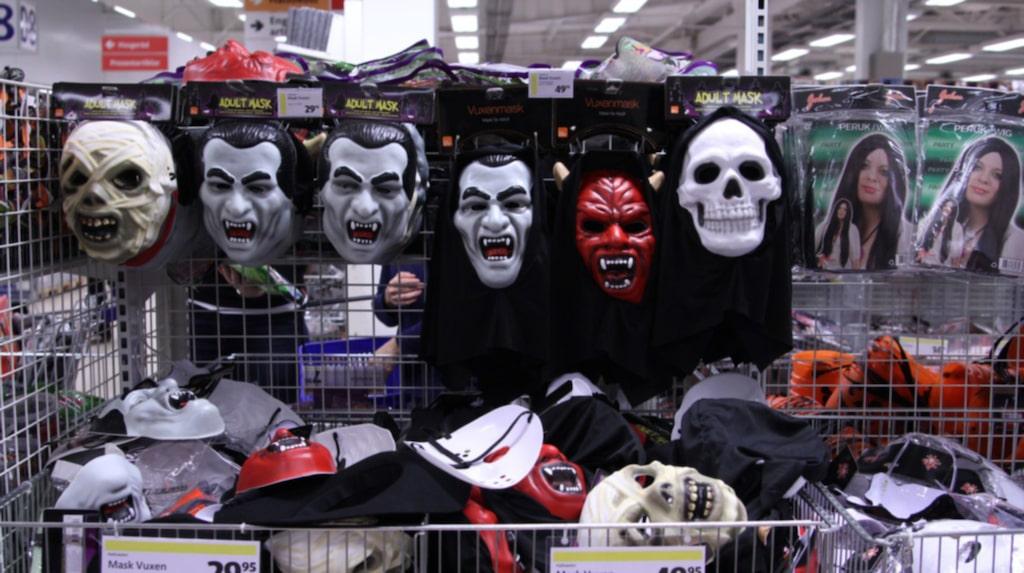 Med en månad kvar till årets läskigaste helg har varuhuset Gekås i Ullared fyllt på varuhuset med halloweenprylar.