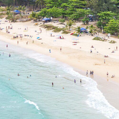 Nai Harn är en lugnare pärla till strand, belägen på södra Phuket.