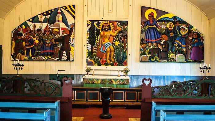 Bror Hjorts tre målningar på altarväggen i Jukkasjärvi kyrka visar Jesu lidande flankerat av laestadianernas väckelse bland samerna och nybyggarna i Lappland.