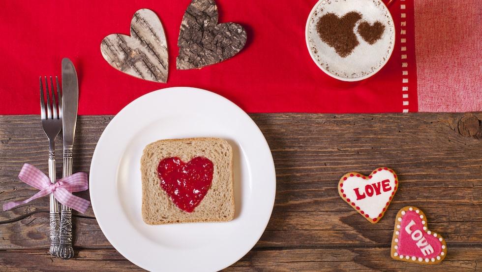 Pimpa dina favoriters frukost med hjärtformationer.