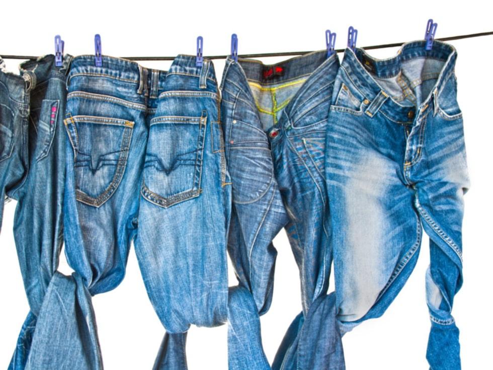 Att tillverka ett par jeans kräver ungefär 11 000 liter vatten.