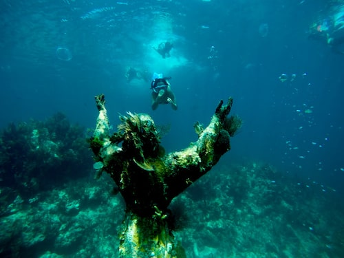 En selfie med Christ of the Abyss är populärt bland snorklarna utanför Floridas kust.