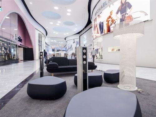 2016 öppnade Ellos butik i gallerian Mall of Scandinavia i Stockholm.