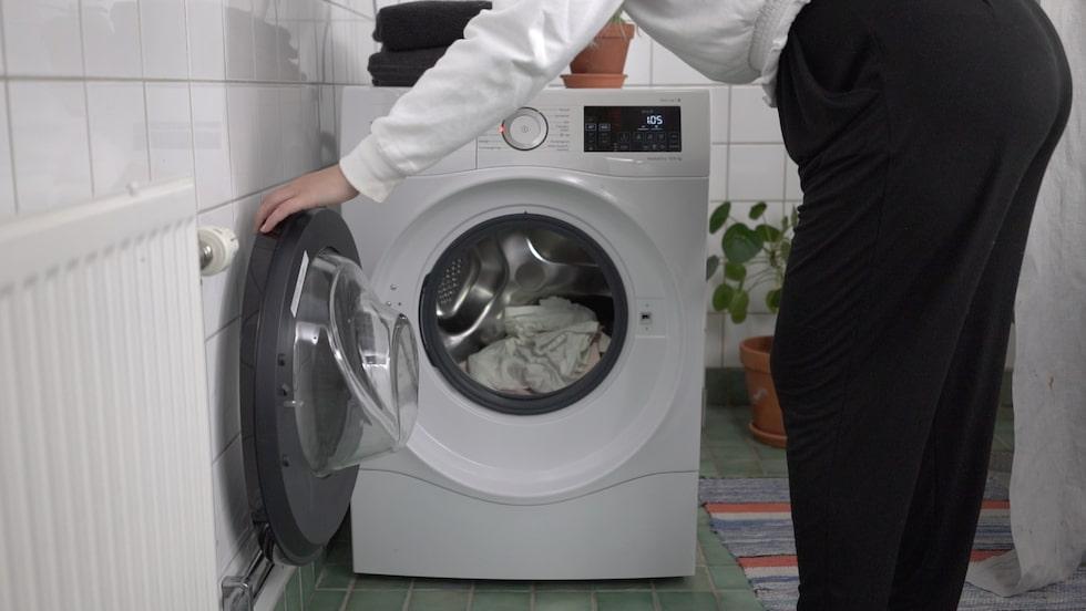 Nej, det är inte lätt att veta hur olika material ska tvättas.
