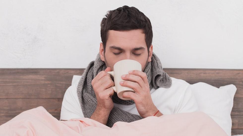 En kanadensisk forskare menar att det kan ligga något i den berömda mansförkylningen. Forskningen publicerades nyligen i tidsskriften BMJ:s årliga julnummer där studier av lite mer skojfrisk karaktär brukar ta plats.