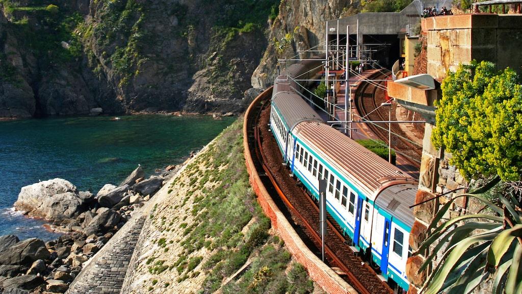 Att resa med tåg kan vara både smidigt och bra för plånboken.