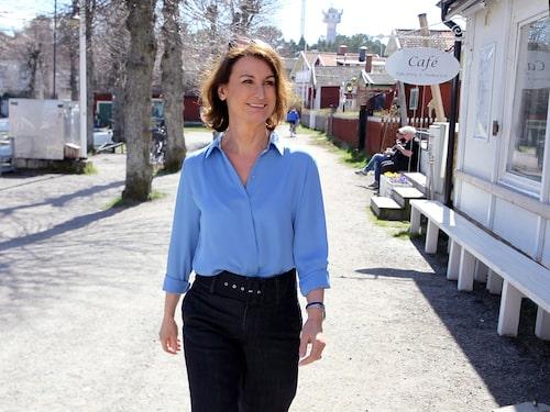 Viveca delar sin tid mellan villan i Danderyd och sommarhuset i Sandhamn tillsammans med maken Lennart.