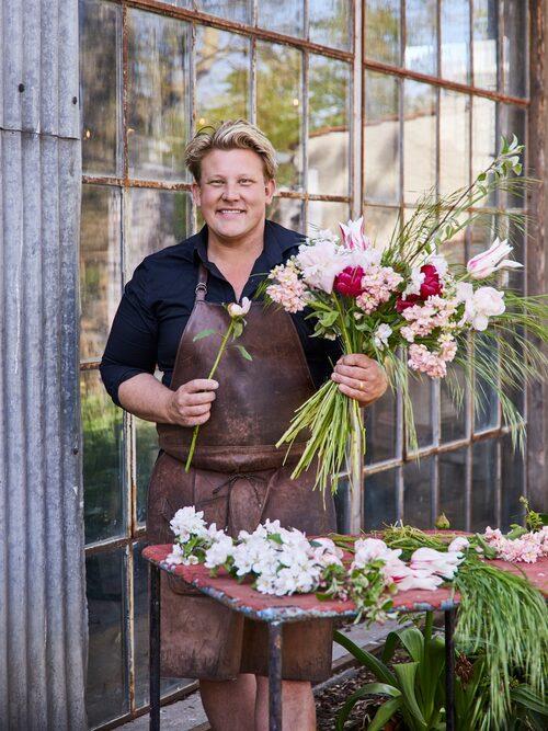 Karl Fredrik är en meriterad florist som bland annat har skapat vackra blomsteruppsättningar för det norska hovets räkning.
