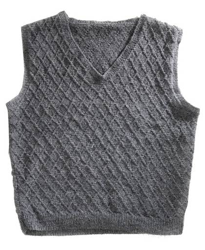 V-ringad i tweedgarn. Slipovern värmer gott i vinter och passar både män och kvinnor. Vill du göra det enkelt för dig kan du sticka den i slätstickning.