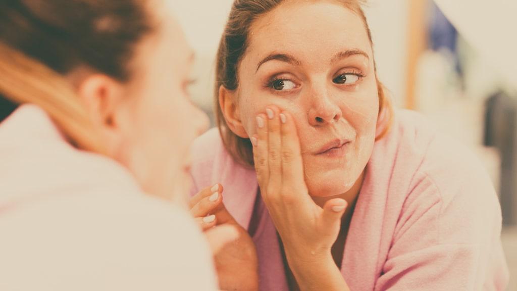 Är du beredd att tvätta ansiktet två gånger när du ändå är i gång? Då kan den här metoden vara något för dig. På köpet för du en skonsam rengöring som skyddar din hy.