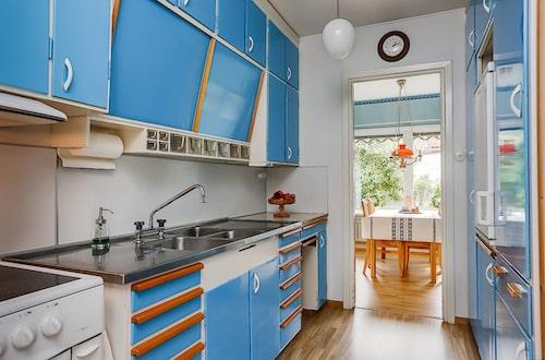 Originalköket från 50-talet i blått.