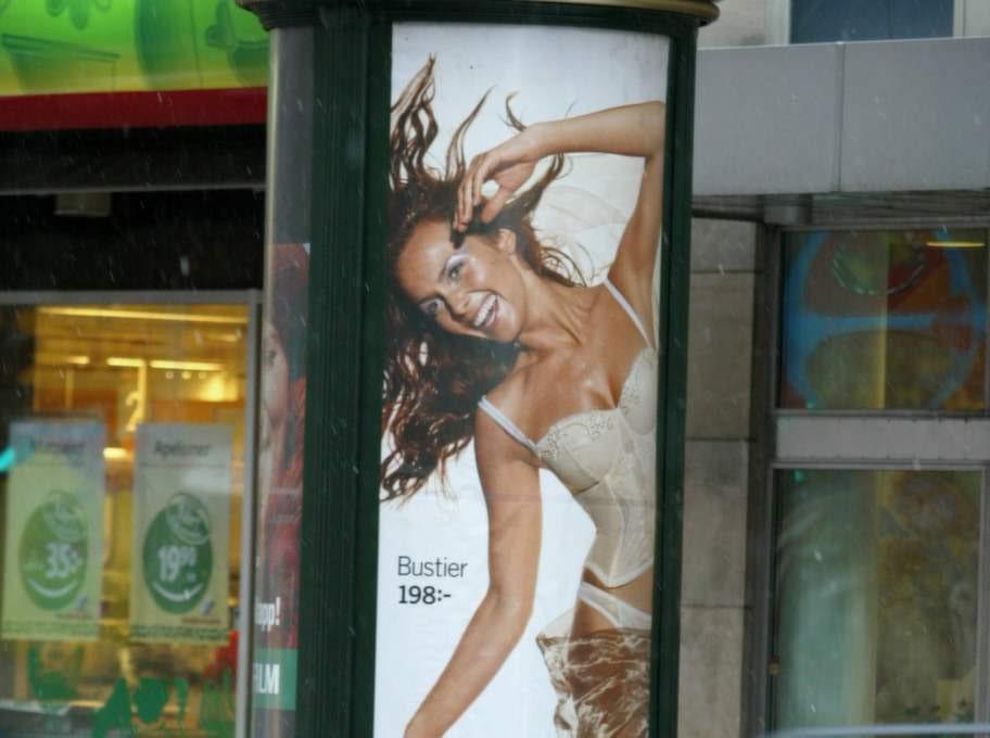 2002 var Izabella modell i H&M:s julkampanj.