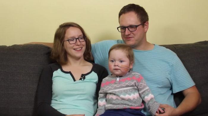 """I dag är Kieran 18 månader gammal och mår under omständigheterna bra.<br>""""Vi har en avslappnad, glad och fantastisk liten bebis"""", säger mamma Caitlin."""