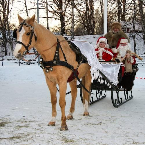 På Verkets tomtemarknad i Avesta bjuds på pepparkaksbak, pyssel, slädturer och julmusik.