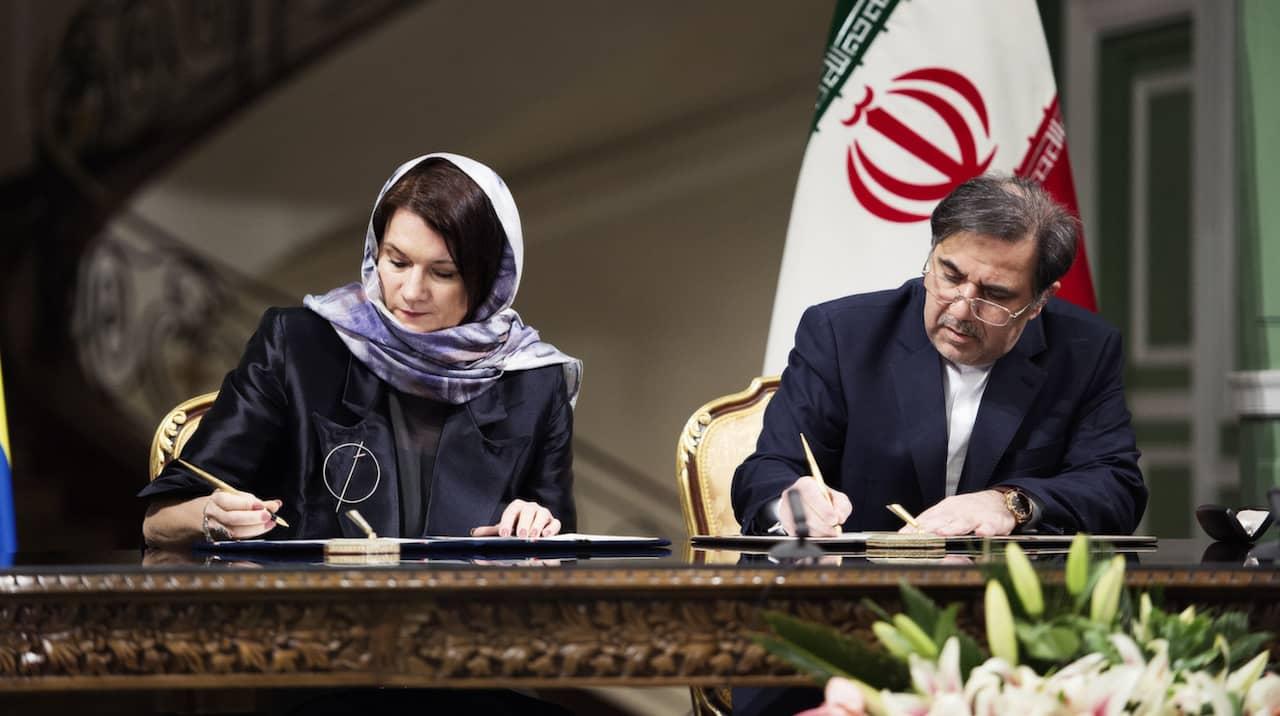 Kritiken mot handelsminister Ann Linde med slöja i Iran