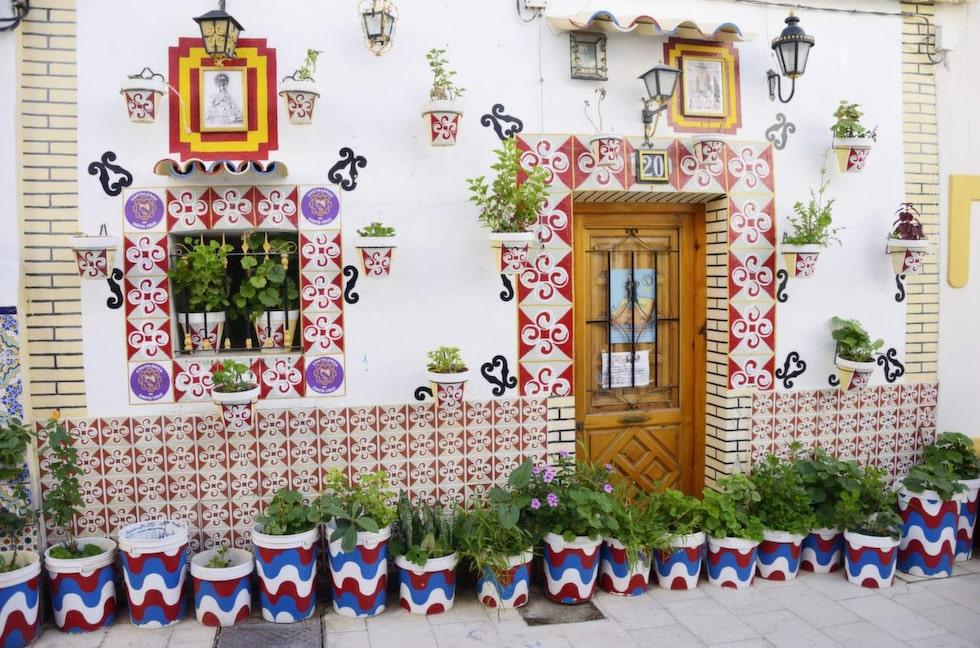 Färgglatt. I El Barrio är husen utsmyckade med färgglatt kakel.