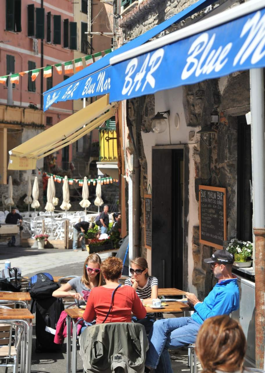 Mysig gränd i Corniglia, en av Cinque Terres fem små städer.