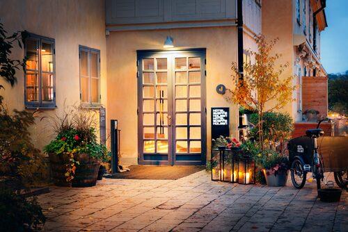 En bit från bruset: Hotel Skeppsholmen på ön med samma namn.