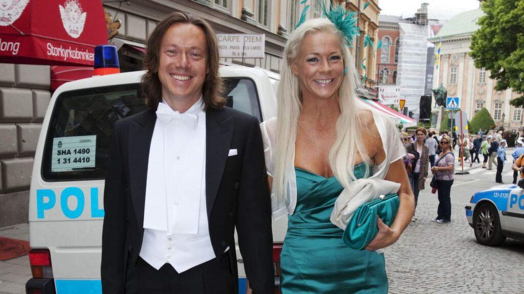 Uppklädda. Malena med sin make Svante Thunberg på väg till kronprinsessan Victorias och prins Daniels bröllop.