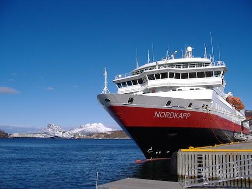 """Hurtigruten är en klassisk norsk båtlinje mellan Bergen och Kirkenes. Den har kallats """"världens vackraste sjöresa""""."""