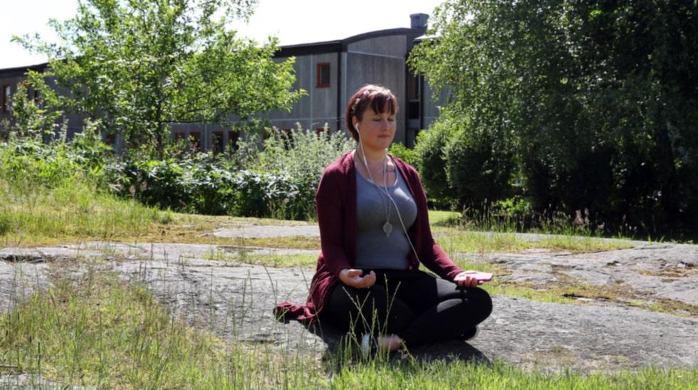 """""""Meditation och mindfulness har hjälpt mig enormt när jag behöver varva ner"""", säger Toni."""
