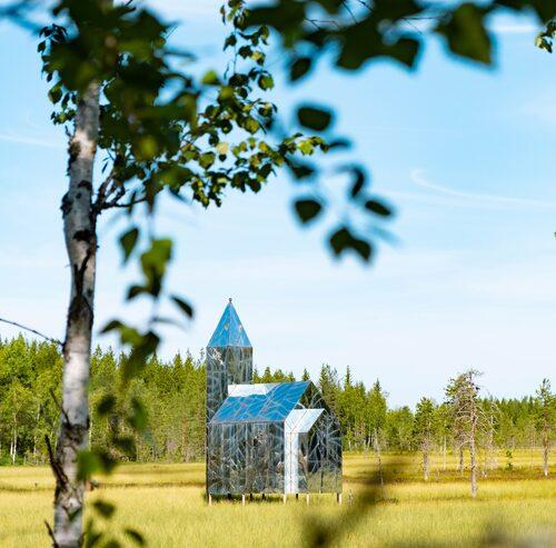 """""""Hägring"""" av Kent Karlsson står på en myr väster om Vännäs."""