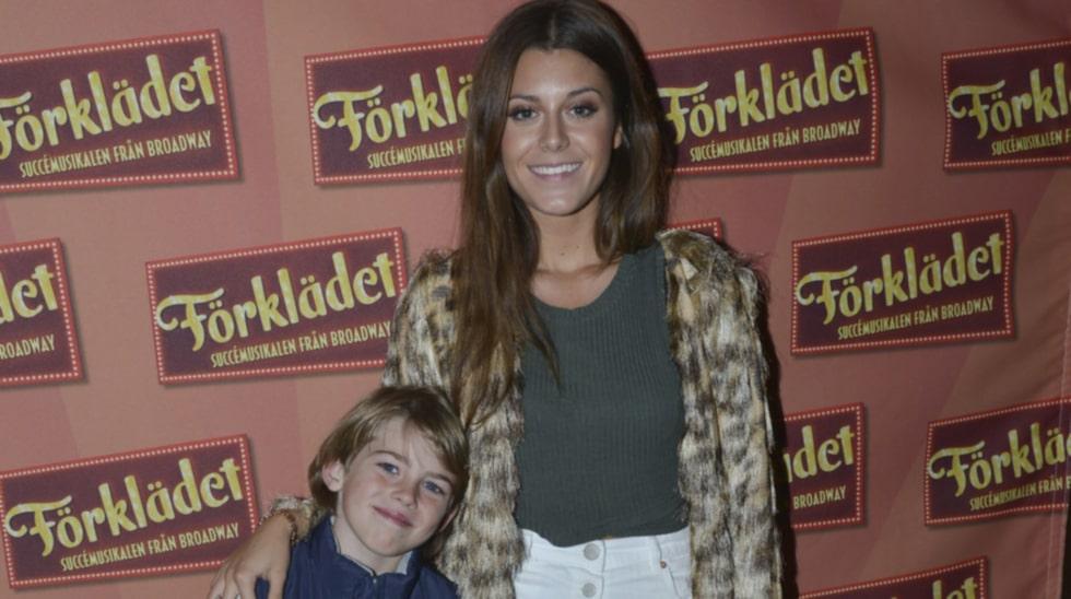 Premiärmingel. Bianca går med lillebror Teo på musikalpremiär med mamma på rollistan.