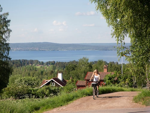 I Tällberg kan man låna cyklar på Dalecarlia resort och ta en tur runtom i de vackra omgivningarna.