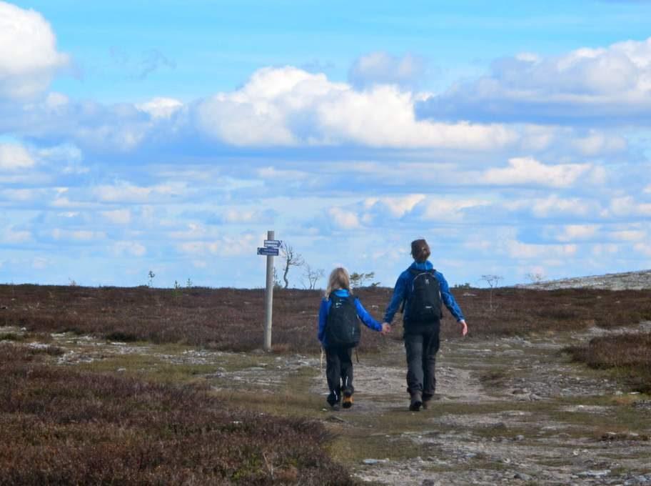Klövsjö i Sverige bjuder på vackra vandringsleder i fjällen .
