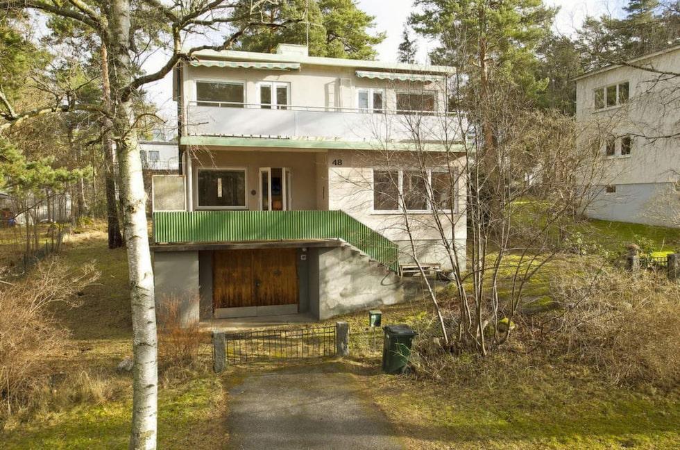 Huset utanför Stockholm har sju rum och ett utgångspris på 8,8 miljoner kronor.