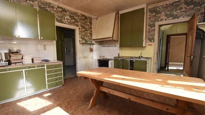 Huset har två kök, här är det ena.