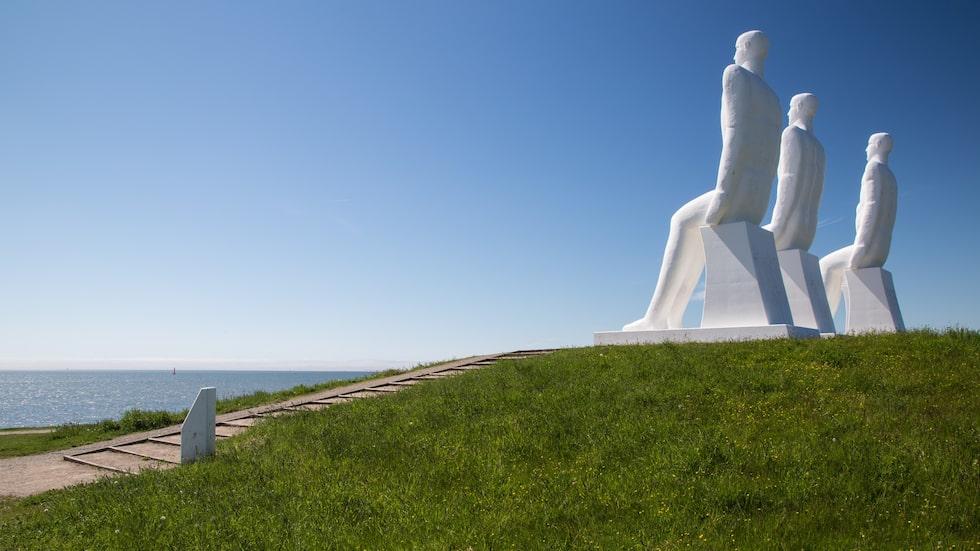 "Den pampiga skulpturen ""Mennesket ved Havet"" väster om Esbjerg."