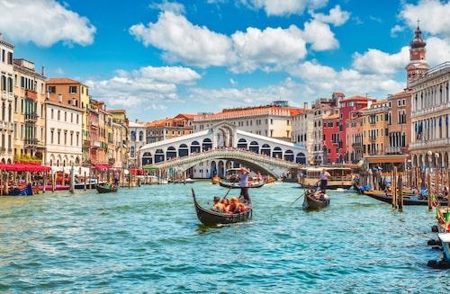 Under 1900-talet sjönk Venedig med 23 centimeter, och visar inga tecken på att sluta sjunka.