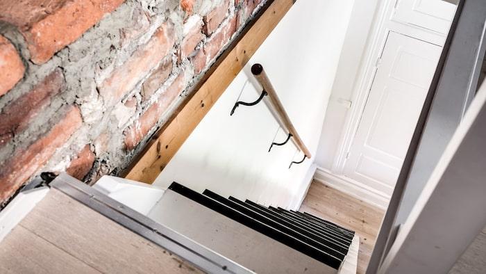 Trappan som går mellan de två våningarna.