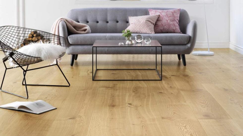 Trägolv är vackert, men kan vara svårt att sköta om. Underhåller du golvet rätt kommer det hålla sig fint länge.