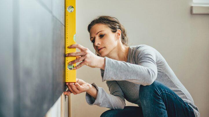 Har du planer på att renovera men är osäker på hur du ska finansiera renoveringen? Ekonomiexperten Annika Creutzer guidar dig genom olika typer av lån.