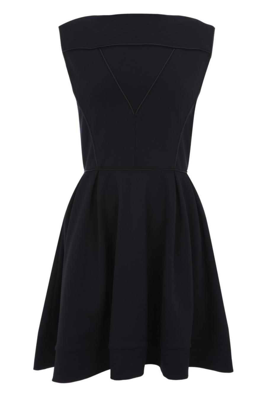 Om du har stora höfter passar du bra i klockade kjolar. Den här klänningen markerar midjan och döljer höfterna. Finns på Oasis och kostar 600 kronor.