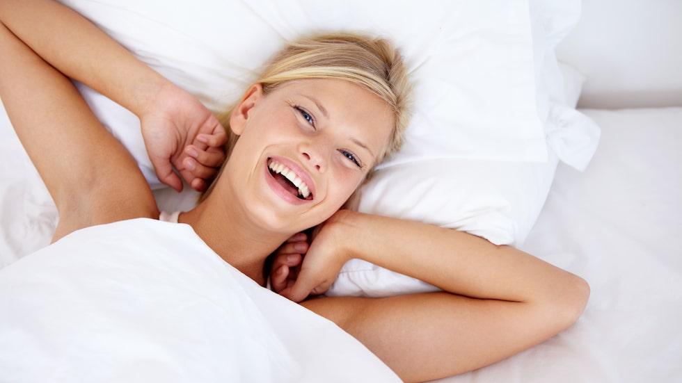 Så här vill vi alla vakna, utvilade och glada – eller hur?! Men dessvärre är det 10 procent (förmodligen fler) av befolkningen som lider av insomni.