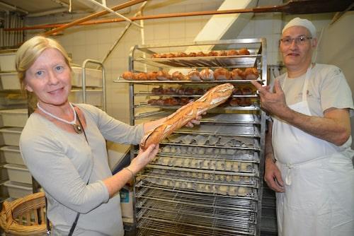 Paris cirka 1200 bagerier bidrar verkligen till stadens speciella atmosfär. Baguetten är en symbol som är nästan lika viktig som Eiffeltornet.