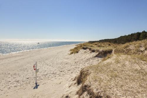 Grenå bjuder bland annat på kilometerlånga sandstränder och svalkande dopp!